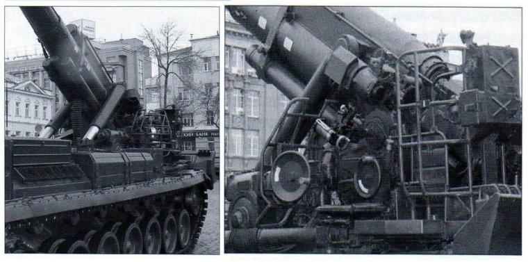 САУ 2С7«Пион» (вид с левого борта). Видны выдвинутые штоки гидроамортизаторов, выхлопные жалюзи, закрытые сеткой, топливные баки, площадка наводчика с двумя штурвалами (ручного дублирующего подъема и поворота ствола) и площадка с пультом замкового