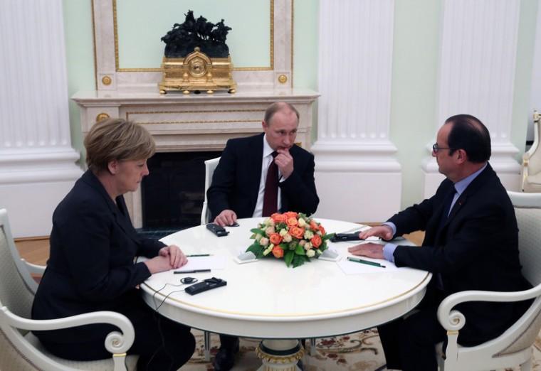 Merkel, Hollande push Ukraine peace plan in Moscow talks with Putin