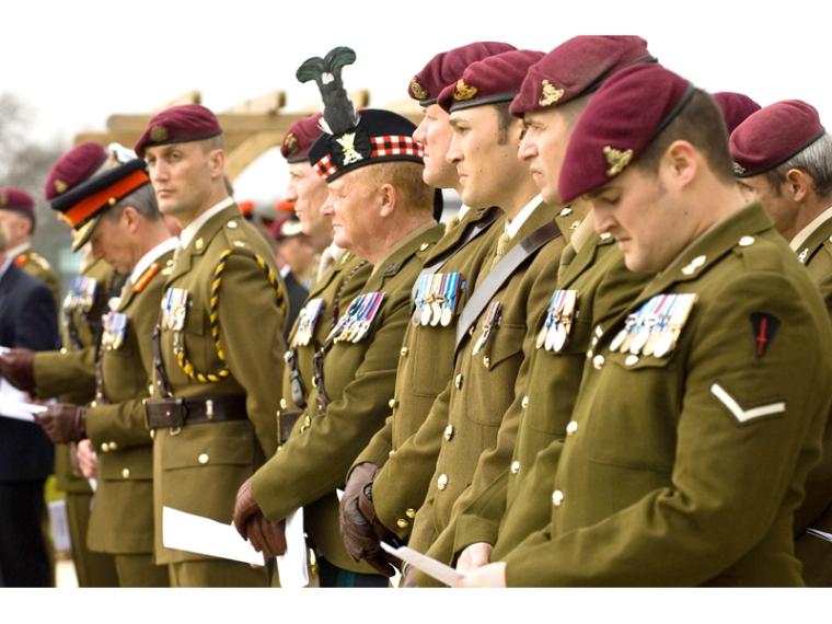 Бордовый берет - отличительная черта британских десантников