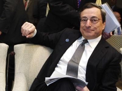 Президент Центрального европейского банка Марио Драги, бывший вице-президент европейского отделения Голдман Сакс Банк. Он скрывал от Европейского парламента свою роль в хищениях денежных средств, осуществляемых банком со счетов греческого правительства, что подтверждено банковскими документами.