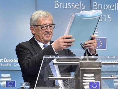 Жан-Клод Юнкер возмущался греческим референдумом, который он считал «предательством». Г-н Юнкер вынужден был покинуть пост Премьер-министра Люксембурга после того, как была установлена его принадлежность к шпионской сети «Гладио». Год спустя он становится председателем Европейской комиссии.