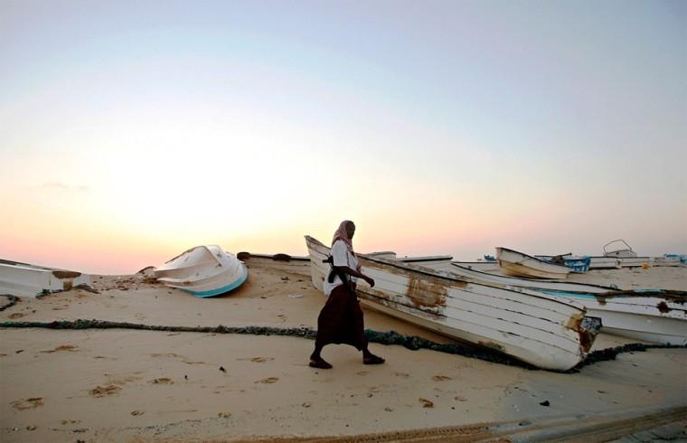 Лодки, обычно используемые для пиратских нападений. Хобьо, северо-восточное побережье Сомали, 4 января 2010 года. Фото: Mohamed Dahir / AFP / East News.